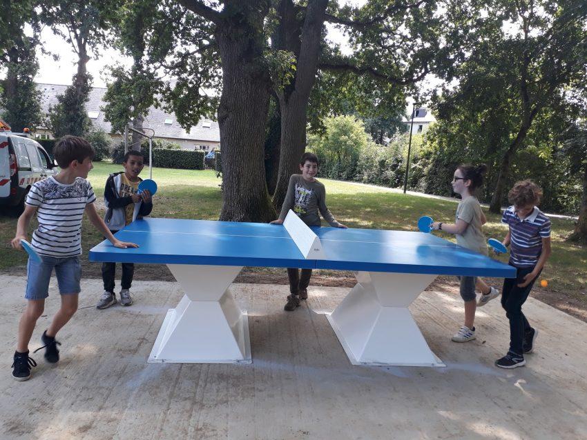 Le CMJ installe une table de ping pong sur la Coulée verte
